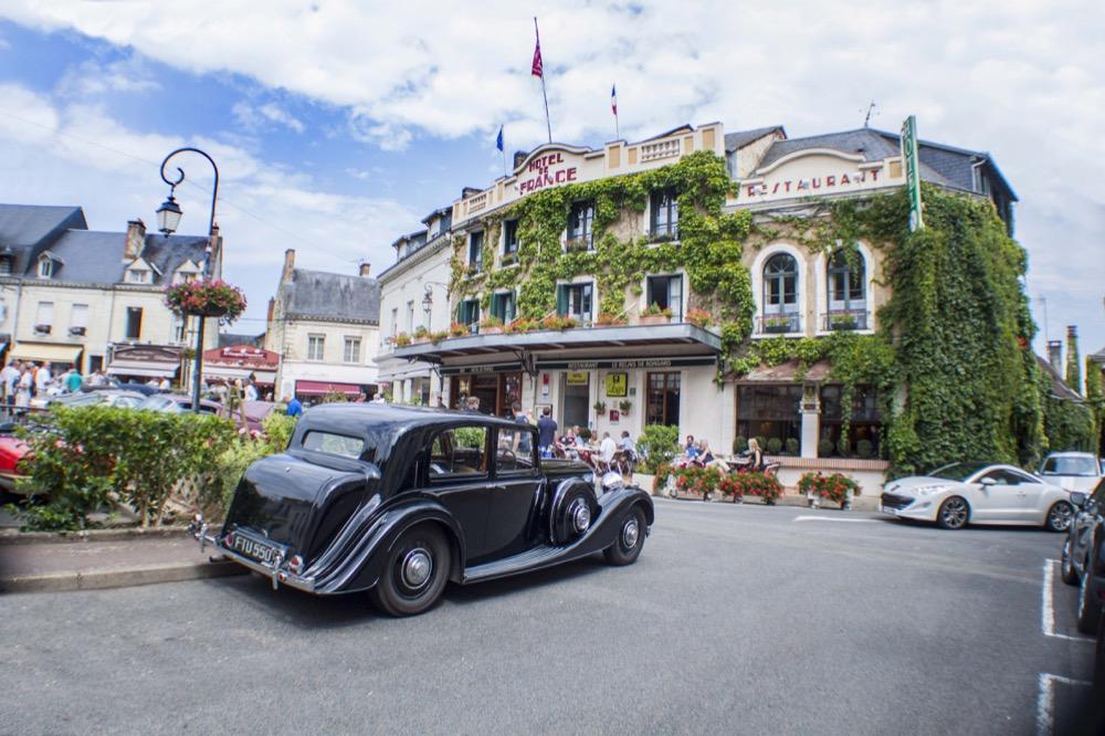 Norman dewis to host tour just british - La chartre sur le loir ...