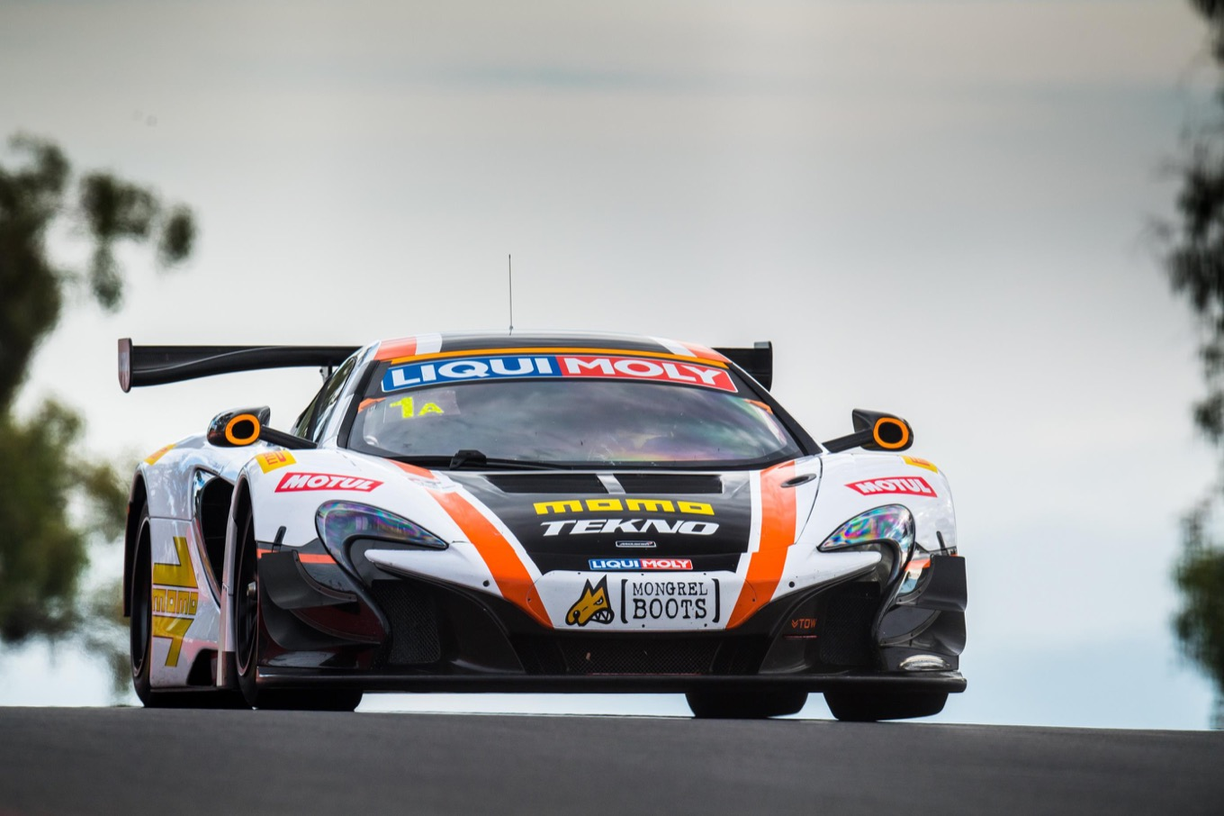 Bell s strong opening drive in the early hours after the car rejoined the race set up a 10 hour fightback which culminated in the 1 650s gt3 climbing as