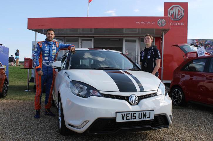 Jack Goff and Ryan Sykes with the MG3