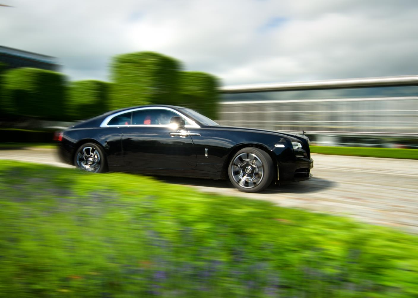 Rolls-Royce celebrates 2016 Goodwood Festival of Speed with a dark and edgy presence (2)