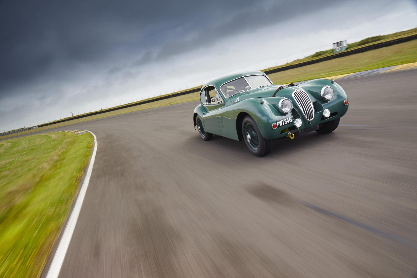 Jaguar XK140 returns to Le Mans