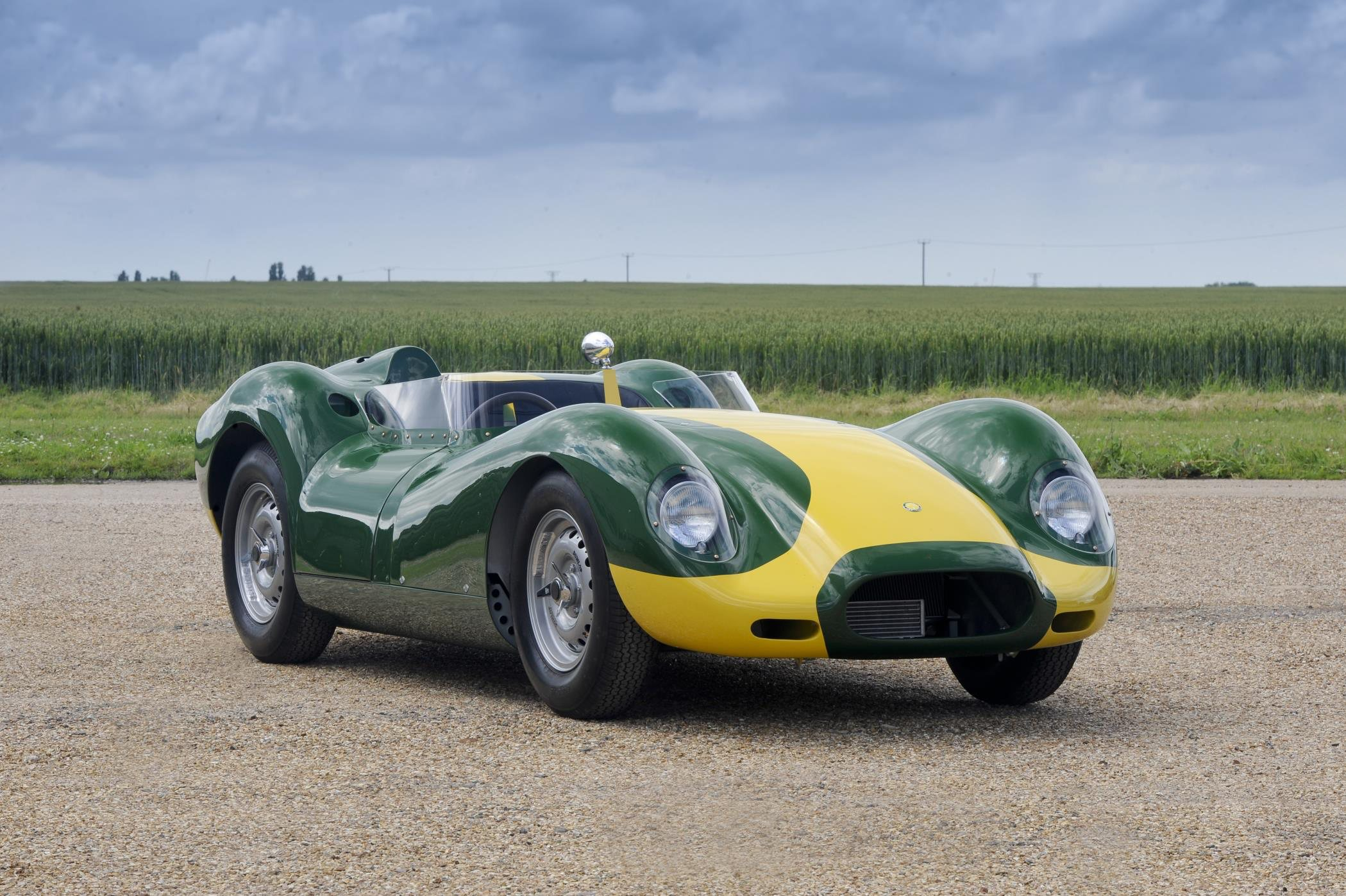 Lister Knobby Sir Stirling Moss © Michael Bailie 16-2195