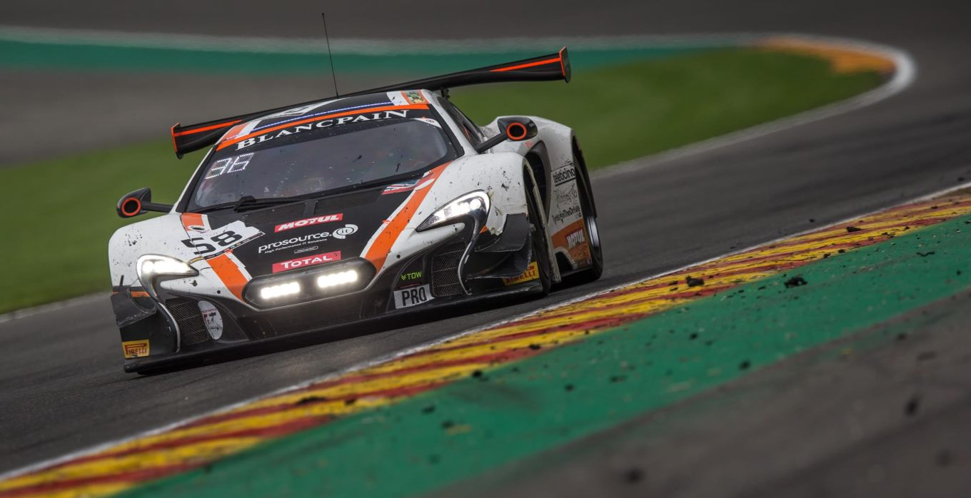 McLaren 650S GT3 fights hard in the Total 24 Hours of Spa