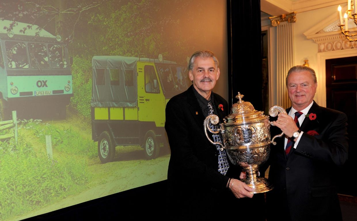 Gordon Murray receives the Dewar Trophy from RAC Chairman Tom Puves