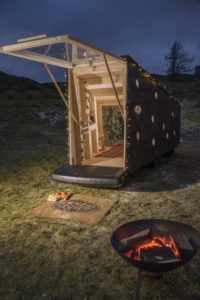Land Rover builds compact Christmas cabin for Santa.jpg 2