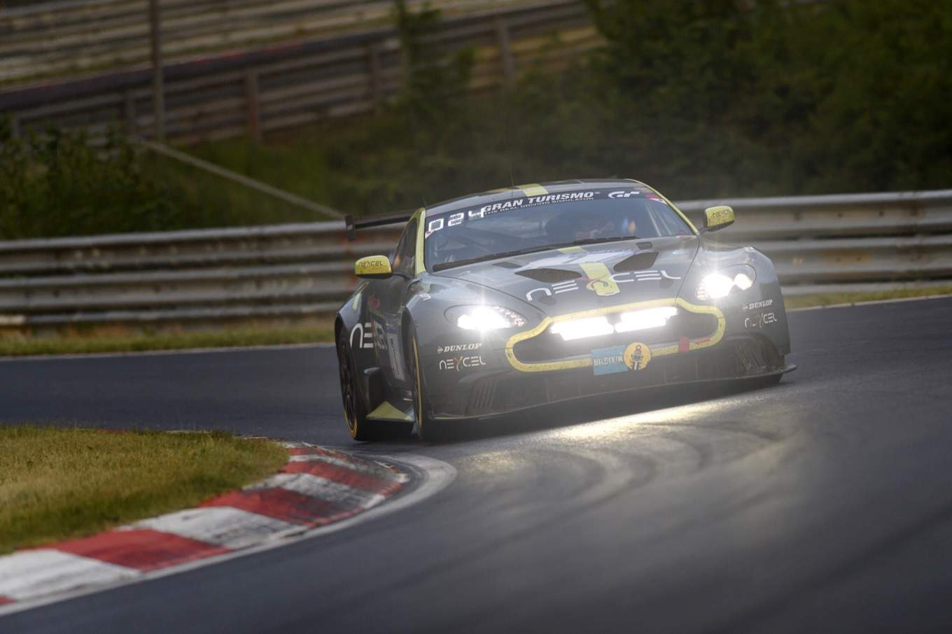 ASTON MARTIN VANTAGE GT8 TAKES HONOURS AT NÜRBURGRING 24 HOURS