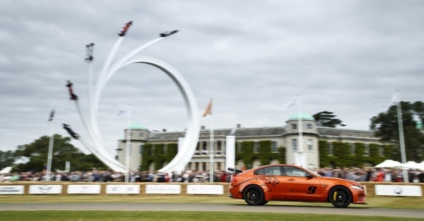 Jaguar XE SV Project 8 wins 'Showstopper' award at 2017 Goodwood 2
