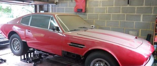 1973 Aston Martin AM V8 back office 2000px