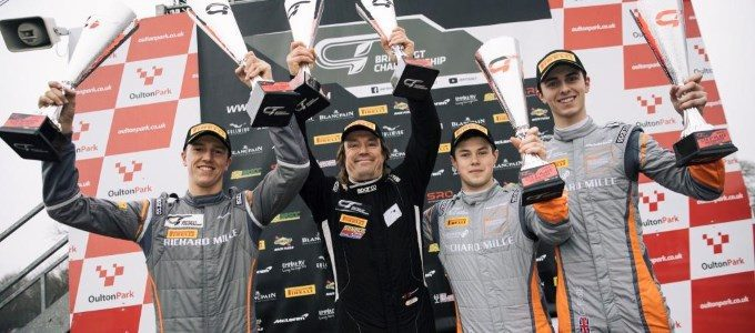McLaren scores 1-2 finish at British GT opener at Oulton Park (1)