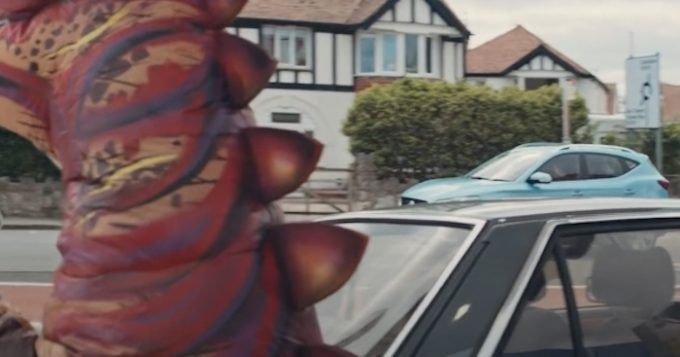 MG Pokes Fun At Dinosaur Drivers In New Electric Range TV Advert 5