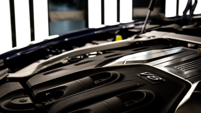 Flying Spur V8 production and deliveries underway - View of V8 Engine