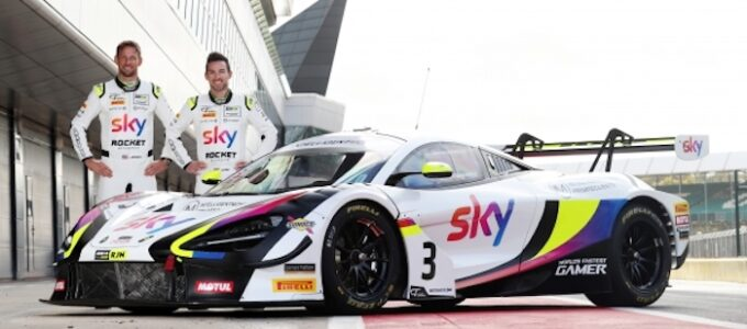 Jenson Button returns to the wheel of a McLaren as Customer Racing teams challenge for GT titles at Silverstone