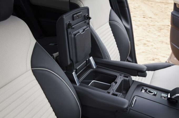 New Land Rover Discovery - Interior Seats and Armrest