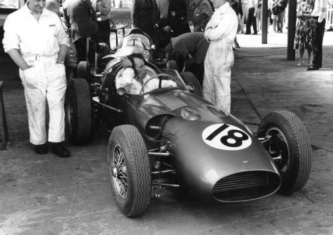 DBR5-5 with-Salvadori pits Silverstone British GP 1960
