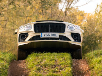 Bentayga V8 4x4 Award - Over hill, nose up!