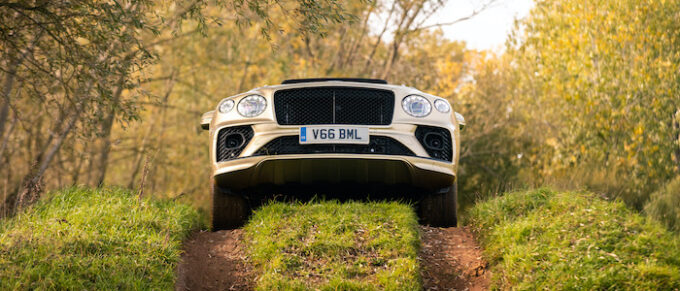 Bentayga V8 4x4 Award - Over hill, nose up!