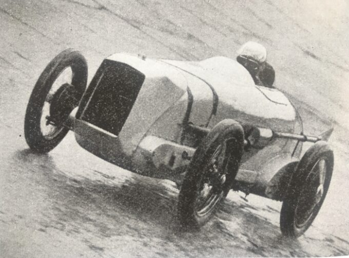 Morris Triple Ton On the banking at Brooklands