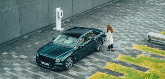 Flying Spur Hybrid - with Charging Station