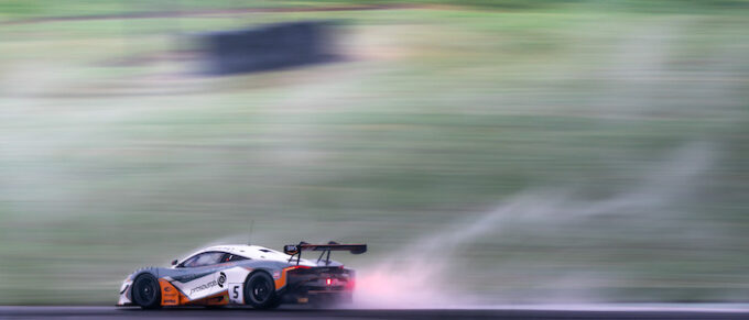 4 Wet race two at Oulton Park