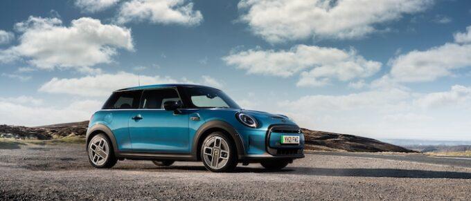 The New MINI Electric MINI Triumphs at News UK Motor Awards 2021